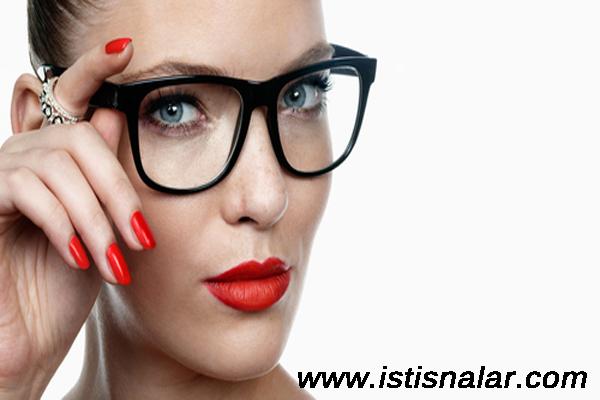 Gözlük Kullananlara Özel Makyaj Tavsiyeleri